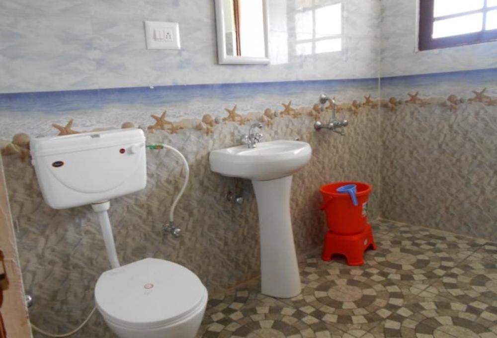 Deluxe Room Washroom